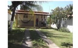 Casa no centro de Monte-Gordo, 325m2, 2/4, sala, cozinha, quintal !!!
