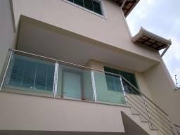 Vendo Casa moderna com 3 quartos, 4 vagas, fino acabamento e ótima localização