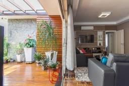 Casa com 4 quartos e 6 vagas para aluguel no Alto da Glória em Curitiba - PR
