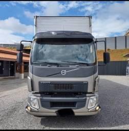 Título do anúncio: Caminhão volvo VM 270. Ano 2014. Parcelo