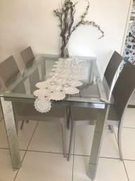 Título do anúncio: Vendo mesa com as 4 cadeiras