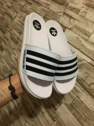 Chinelo Slides Adidas Listrado Branco com Preto 2021