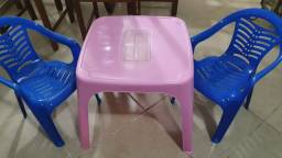 Kit mini cadeira e mesa de plástico infantil