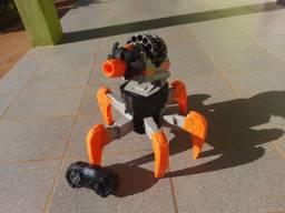 Título do anúncio: Robô NERF com controle remoto (brinquedo com pouco tempo de uso)