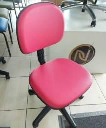 Cadeira secretaria giratória c/regulagem de altura