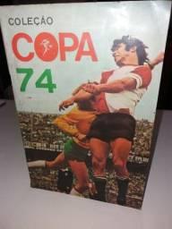 Álbuns de Figurinhas Antigos - Campeonato Mundial 74 e Campeonato Nacional