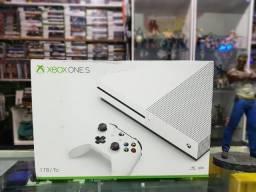 Microsoft Xbox One S 1TB 4K HDR (novo/lacrado/Carlão games)