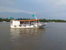 Barco forma do Amazonas