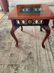 Mesa de canto em madeira e vidro