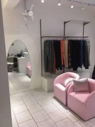 Título do anúncio: Vendo Móveis para Loja Feminina - acabamento rosê