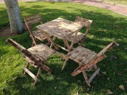 Mesa com 4 cadeiras dobráveis (artesanal)