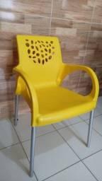 Título do anúncio: Poltrona Deluxe Amarela com Pernas de Alumínio - Forte Plástico