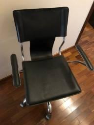 Título do anúncio: Vendo cadeira de escritório e cômoda pretas