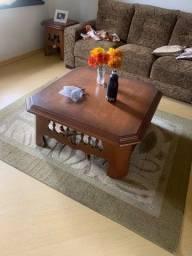 Mesa de madeira com dois apoios ! E estante !