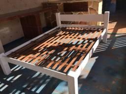 Cama de casal em madeira maciça branca - $380,00