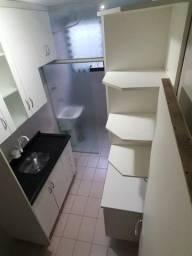 Cozinha mobiliada com pia de granito