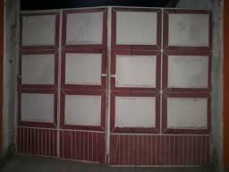 Portão barato pra vender logo quem quiser é só pintar o portão ta em ótimo estado