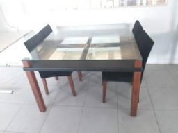 Mesa de vidro e madeira maçica com 04 cadeiras veludo preto