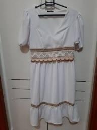 Vestido branco nunca usado.