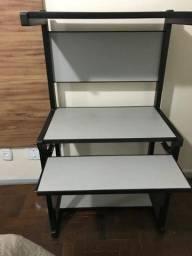 Mesa para computador e impressora.