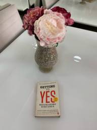 Vende-se Livro Getting to Yes!!