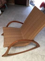 Cadeira de balanço em madeira (desc. de 20% à vista)