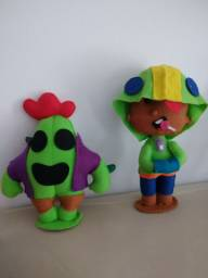 Boneco Leon e Spike do jogo Brawl Star