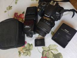 Título do anúncio: Vendo câmera Nikon Flasch bateria carregador com defeito