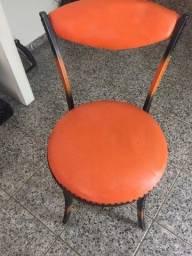 "Título do anúncio: Cadeira Vintage ferro e corrente laranja"""