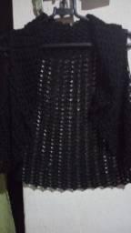 Vendo este bolero de crochê cor preto.