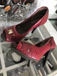 Sapato feminino semi novo preço excelente