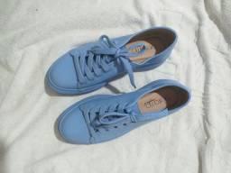 Tênis azul da beirario