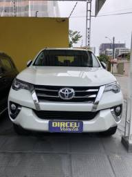 Hilux sw4 7 lugares - 2017