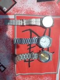 Relógios usados faltando pilhas