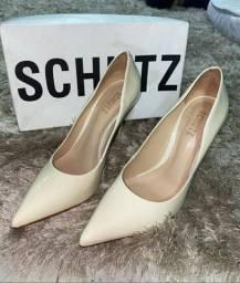 Sapatos pouco usados de marca