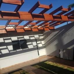 Casa com lindo acabamento - Próximo avenida Lúdio Martins Coelho.