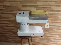 Batedor de bife industrial.