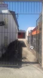 Casa de fundos no centro de Anápolis