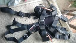 Cinturão tipo paraquedista