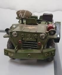 Vendo maquete de Jeep militar