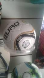 Bola e chuteira oficial campo e futsal