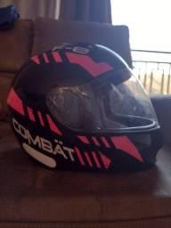 Título do anúncio: Vende-se capacete feminino, pouco usado e com mínimos detalhes!