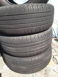 Quatro pneus 265/60. Aro 18.