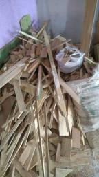 Vende-se sobras de madeiras de lei
