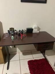 Mesa escrivaninha escritório com 2 gavetas bem conservada