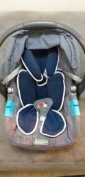 Bebê conforto Burigotto acompanha almofada redutora