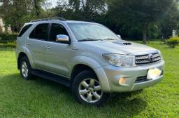 Hilux SW4 4x4 Diesel - 7 lugares ano: 2011