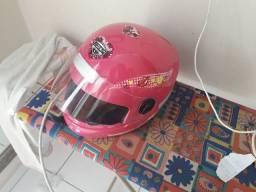 Vendo capacete infantil rosa semi novo