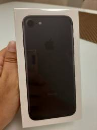 IPhone 7 32GB lacrado, na caixa e com nota fiscal