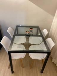 Mesa estilo industrial com vidro